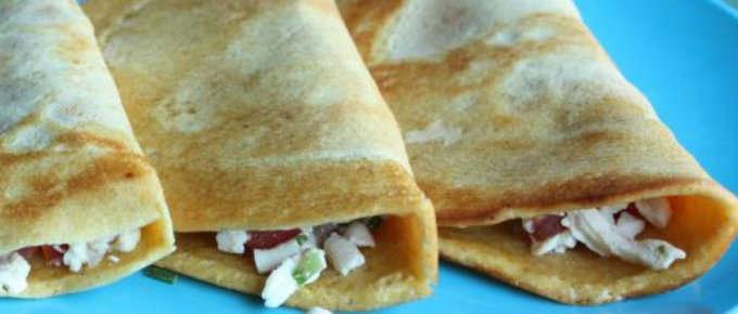 Crepes salate con prosciutto e mozzarella.